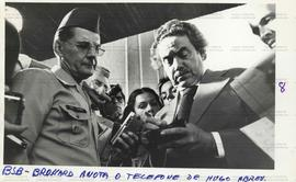 Visita do senador Paulo Brossard ao general Hugo Abreu no quartel-general do Exército (Brasília-DF, 5 out. 1978). / Crédito: Nelson Penteado.